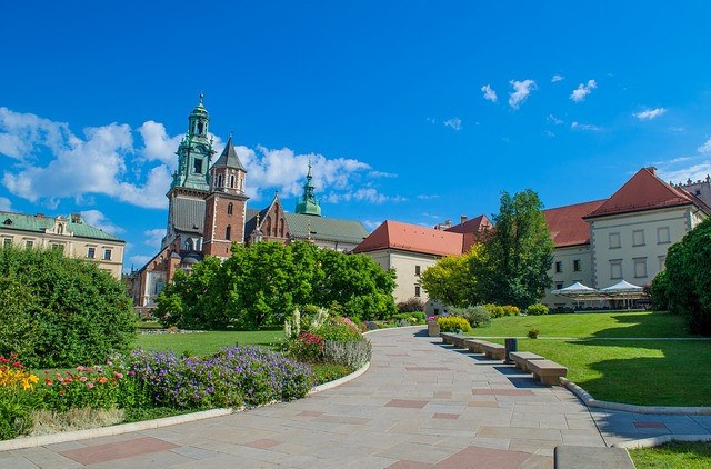 Krakow or Warsaw: Which one Should You Choose?